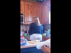 Mom, Mom kitchen