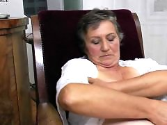 Mamie masturbation poilue, Mature qui mouille, Masturbation mature poilue, Chatte poilue mature, Mouille poilues
