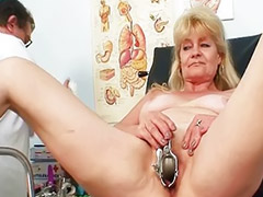 Grannie squirting, Amateur grannie