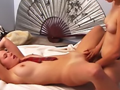 Squirte lesbian, Spycam masturbating, Lesbiennes squirting, Lesbienne  strap on squirting, Squirting lesbien, Volontaire