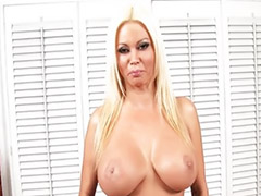 Pamper, Pornstar lucky b, Pampers, Pov blonde milf, Milf striptease, Řvaní