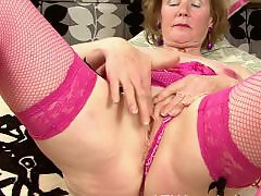 Grannie masturbating, Amateur grannie